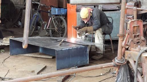 Eduardo is building a storage box